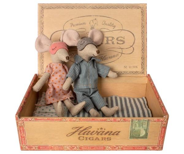 Maileg Playpen Mum & Dad in Cigar Box